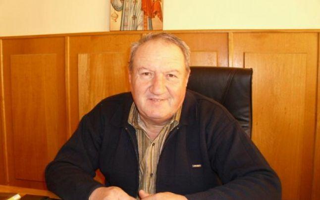 Primarul din Crevedia şi consilierul său personal, reţinuţi pentru abuz în serviciu şi constituirea unui grup infracţional organizat
