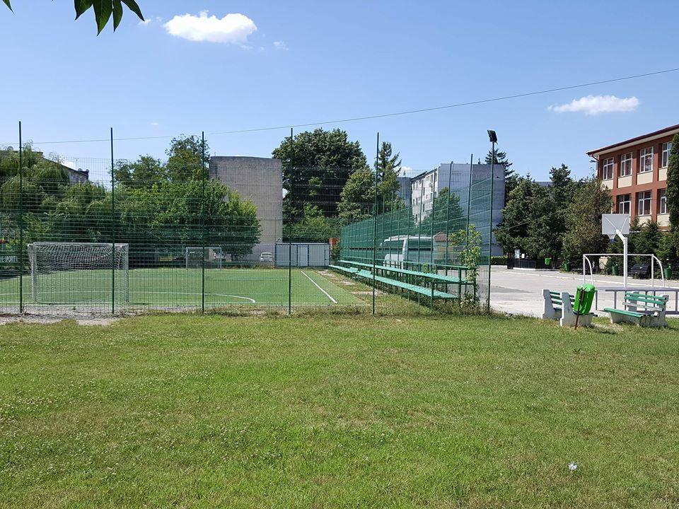 Deschideți porțile in vacanță! Lăsați copiii să se joace pe terenurile de sport ale școlilor!