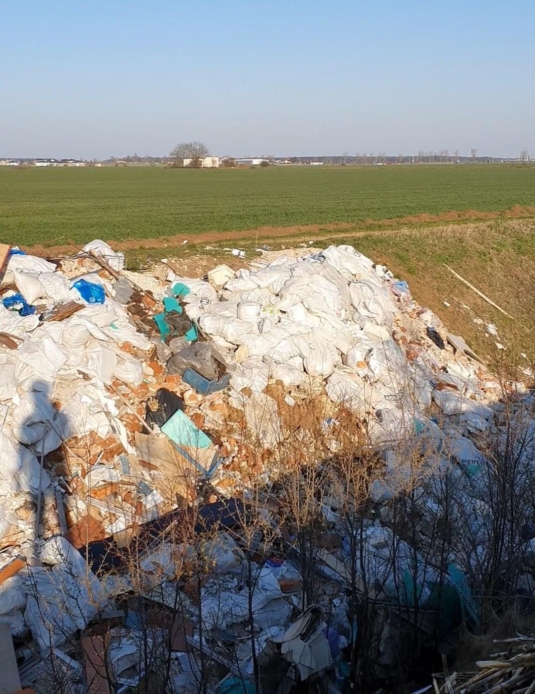 PNL și PSD au mărit tarifele, în timp ce buftenii aruncă gunoiul în natură