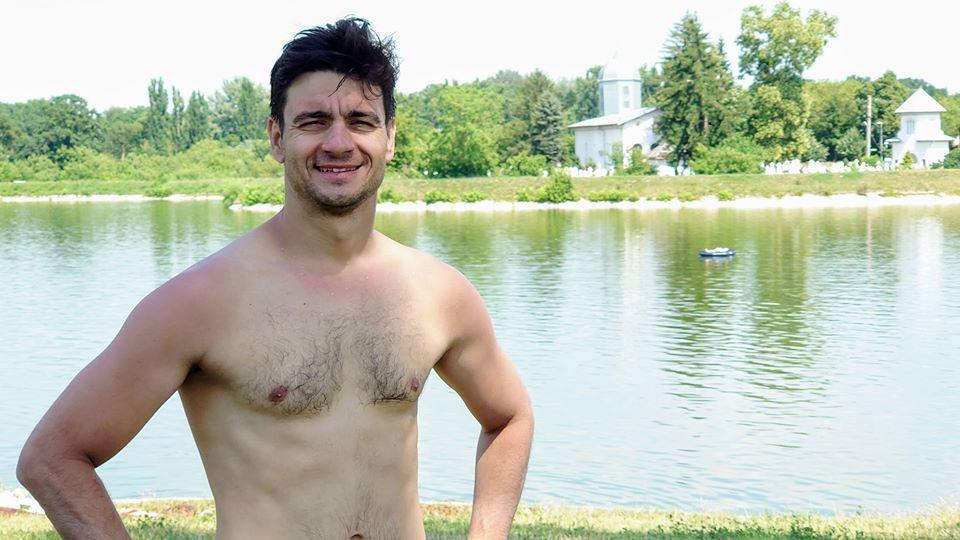 Adrian Stroe a inotat 11 km in Lacul Buftea în doar 3 ore!